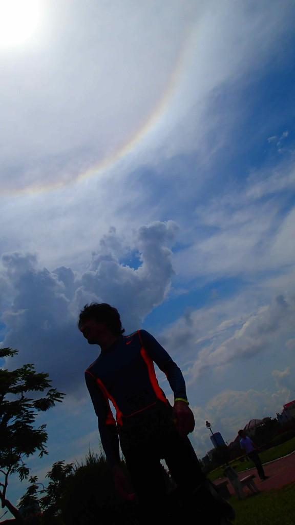 プノンペンのゴール。空には360°の虹がかかっていた
