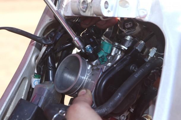 施工はバイク持ち込みでも、取り外してインジェクターを郵送する場合も、いずれも可能