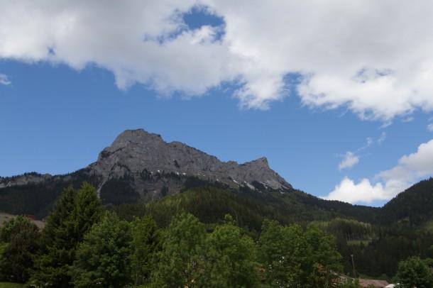 周囲は、美しい山岳地帯