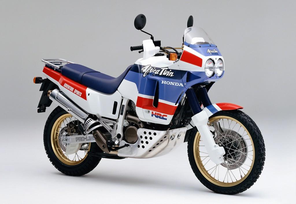 Hondaがパリ・ダカールラリー3連覇を達成した1988年にデビューした初代「XRV650 Africa Twin」当時749,000円