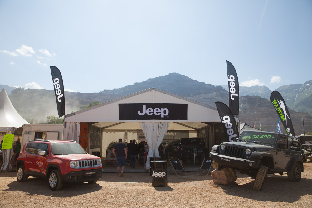 Jeepが大きくスポンサード