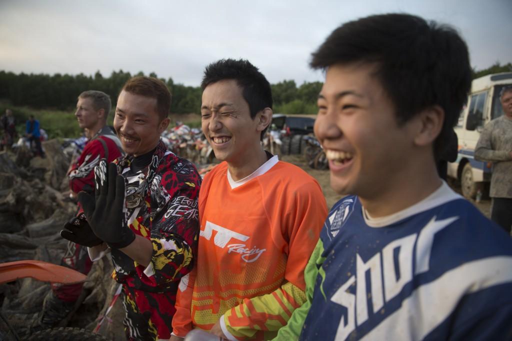 右:山本、中央:後藤、左:中野