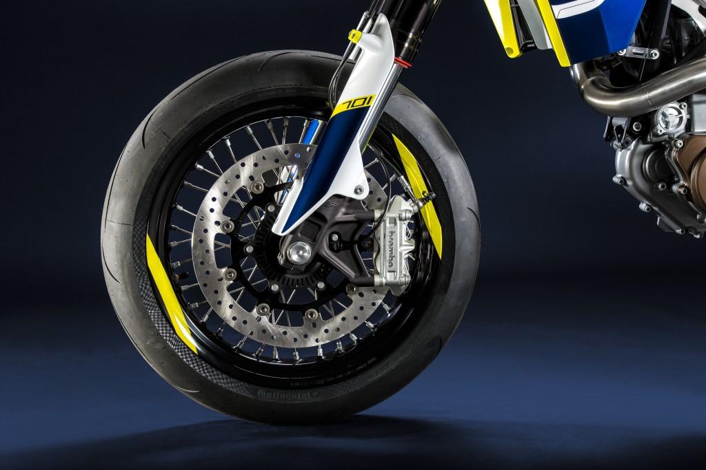 100025_Husqvarna_701_Supermoto_detail_wheel_1024
