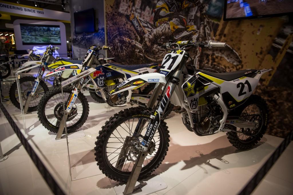 J・アンダーソン、M・ナグル、M・ベリーノのマシンが展示