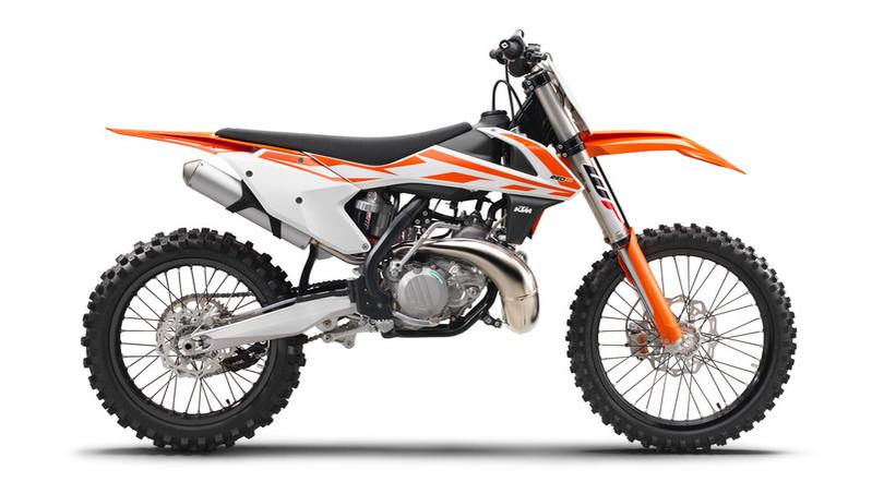 141623_KTM 250 SX 90de right MY2017 studio