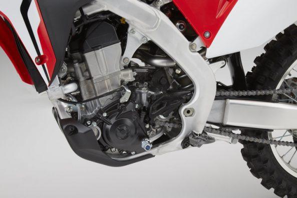 17_Honda_CRF450R_engine_left